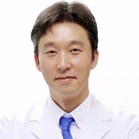 韩国魔镜皮肤科整形外科医院李俊赫