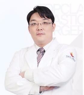 韩国Topclass整形外科金行准