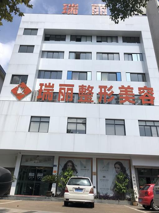 医院大楼大门