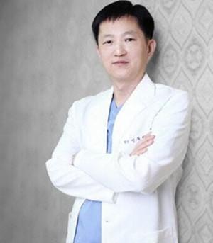 韩国枓翰整形外科医院申枓翰
