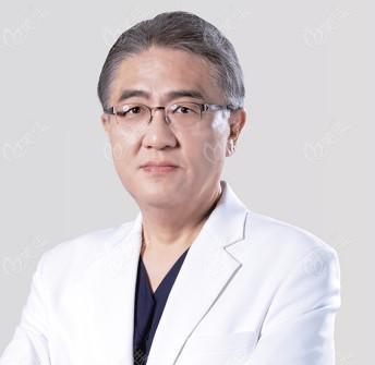 韩国KEYE恺熠眼科医院崔雄哲