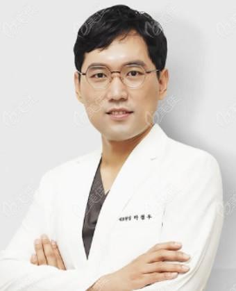 韩国优雅人整形外科朴哲佑