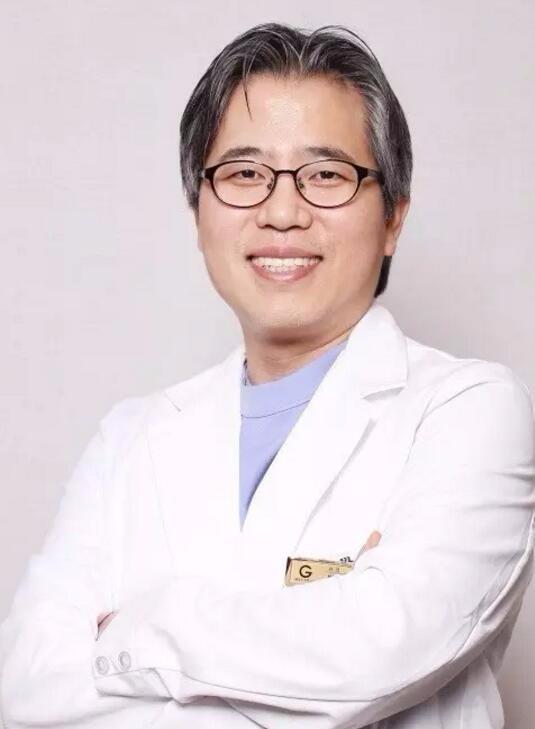 韩国歌柔飞整形医院朴锺喆
