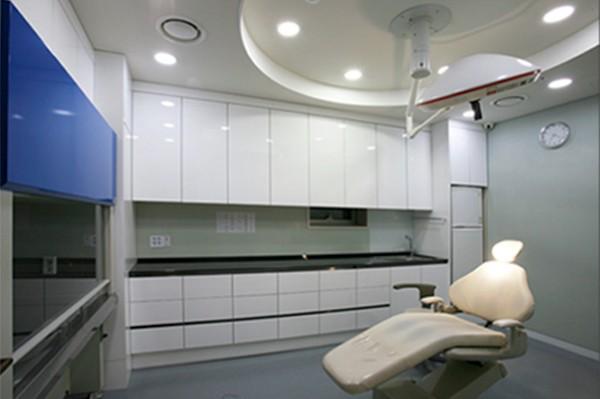 韩国H白汀桓整形外科治疗室