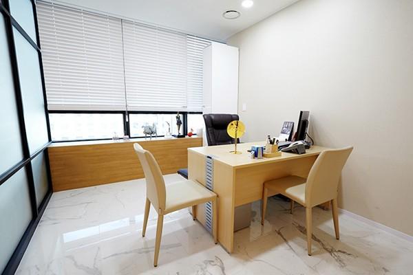 韩国LeeYoung整形外科面诊室