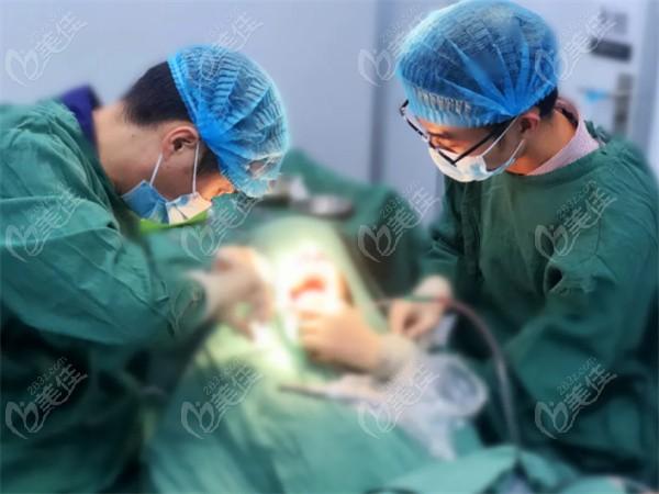 王富来院长做一日得种牙手术