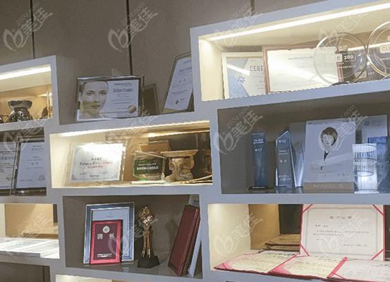 杭州美莱整形医院是靠谱的整形 机构从荣誉证书可见